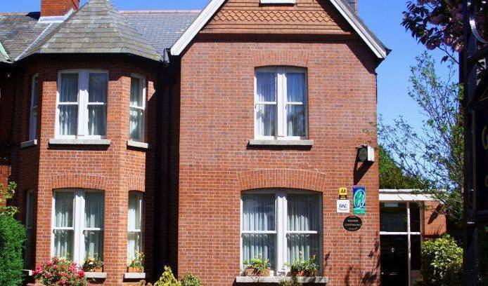 Glenogra Townhouse - Get cheap hostel rates and check availability in Ballsbridge, easy travel 5 photos