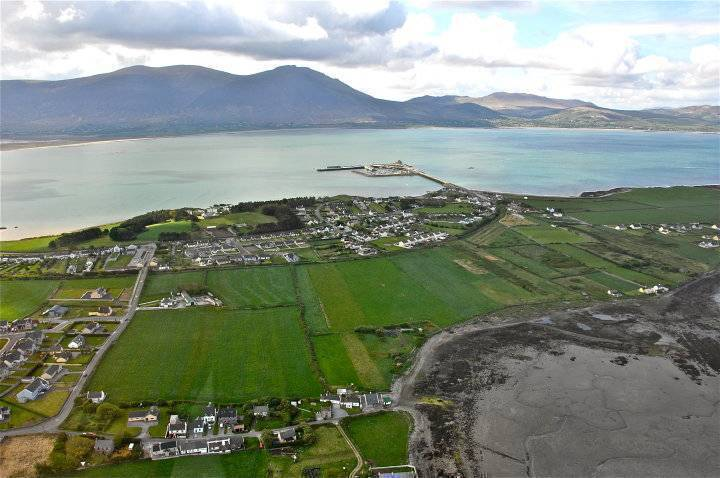 West End Fenit, Tralee, Ireland, hotels and hostels for mingling with locals in Tralee
