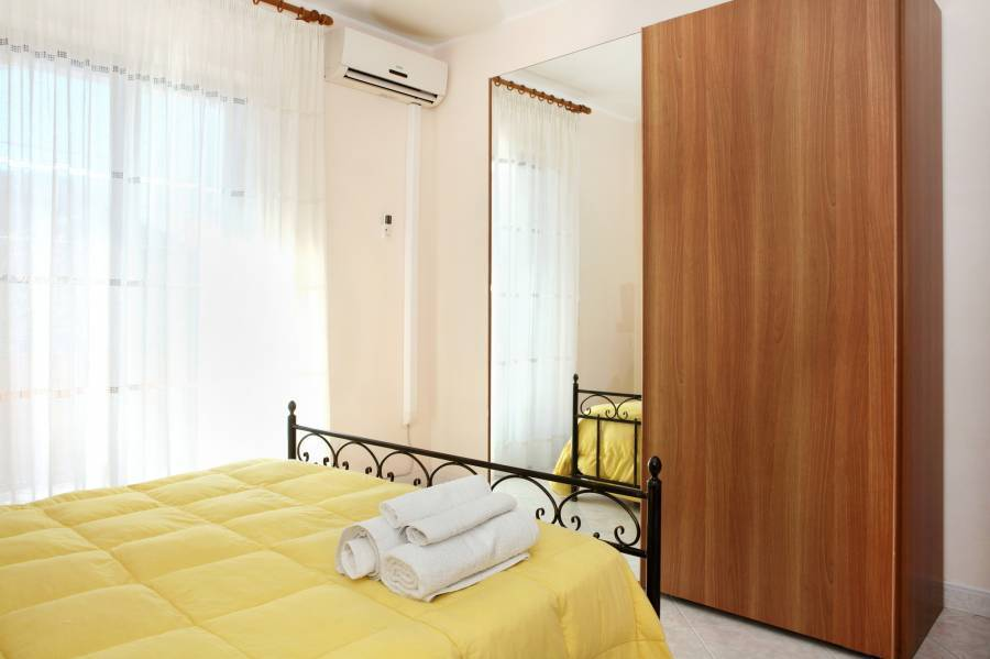 Adriana Casa Vacanze, Acireale, Italy, book hotels and hostels now with IWBmob in Acireale