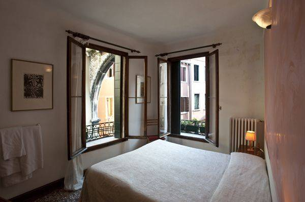 Albergo San Samuele, Venice, Italy, view and explore maps of cities and hotel locations in Venice