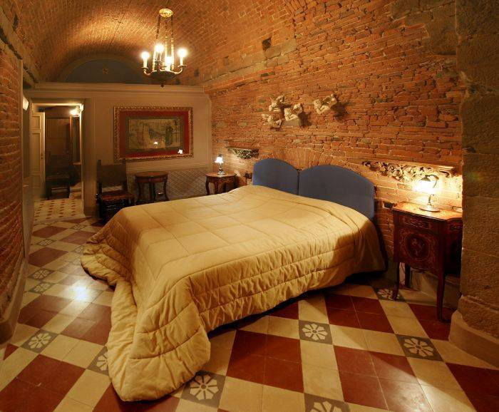 Alle Bifore Guest House, Lucca, Italy, how to spend a holiday vacation in a hotel in Lucca