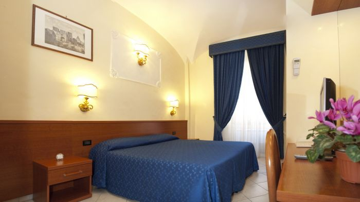 Arco Romano Rooms, Rome, Italy, best hotels for visiting and vacationing in Rome