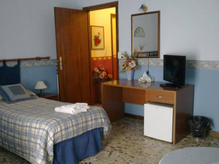 Bella Giulia, Ragusa, Italy, affordable posadas, pensions, hostels, rural houses, and apartments in Ragusa