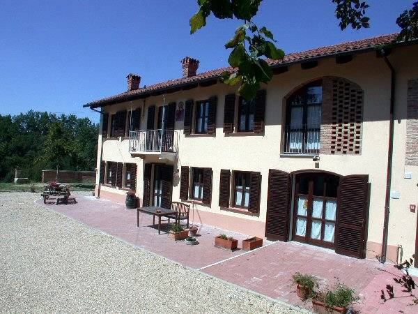 Cascina Caldera, Cantarana, Italy, what is a backpackers hostel? Ask us and book now in Cantarana