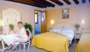 Al Gallo - Search available rooms for hotel and hostel reservations in Venice 7 photos