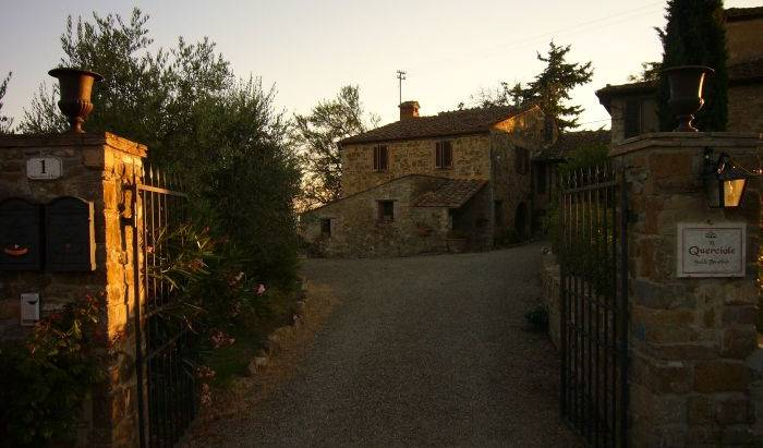 Le Querciole Bed and Breakfast - Search available rooms for hotel and hostel reservations in Barberino di Val d'Elsa, discounts on hotels 8 photos