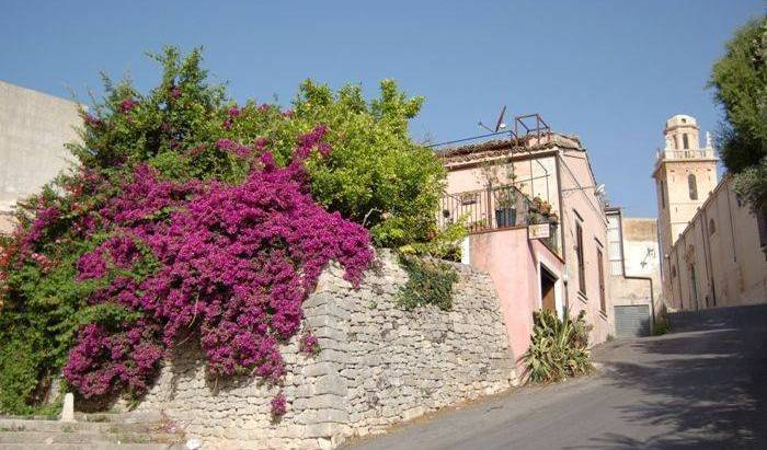 BB Il Giardino Dei Sospiri - Search available rooms and beds for hostel and hotel reservations in Ragusa 10 photos