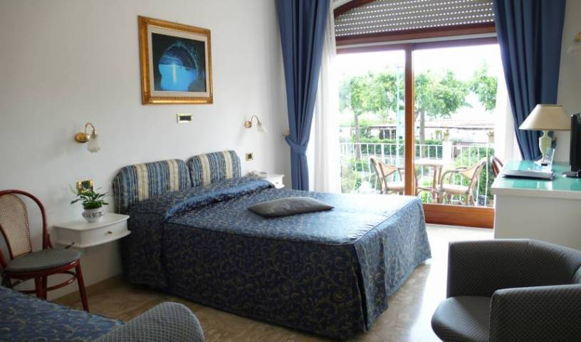 Bougainville - Search for free rooms and guaranteed low rates in Anacapri 7 photos