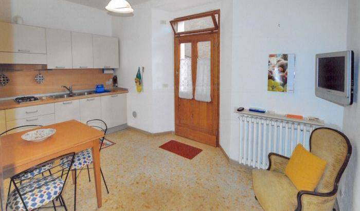Casa di Anna - Search for free rooms and guaranteed low rates in Siena 4 photos