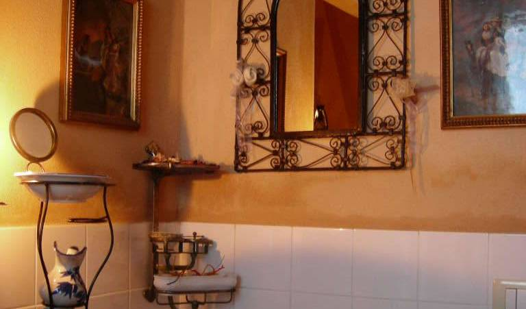 La Casarossa - Search for free rooms and guaranteed low rates in Piacenza 3 photos