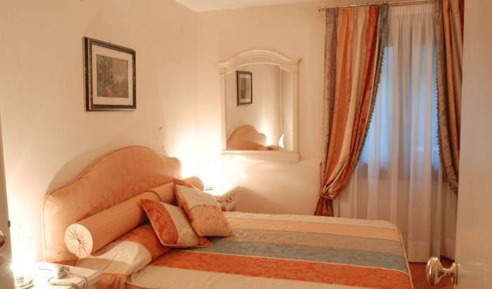 Residenza Ai Giardini - Search available rooms for hotel and hostel reservations in Venezia 16 photos