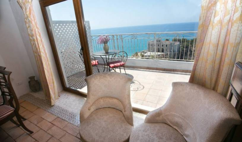 Rocca Delle Clarisse - Search for free rooms and guaranteed low rates in Tropea 8 photos