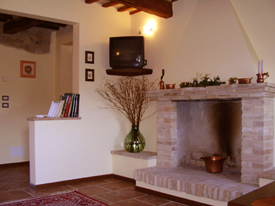 Farm House L'Olmo di Casigliano, Cessapalombo, Italy, backpacking and cheap lodging in Cessapalombo