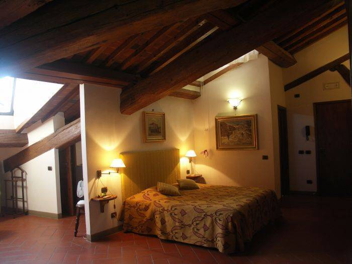 Galigai Tower, Florence, Italy, how to select a hotel in Florence