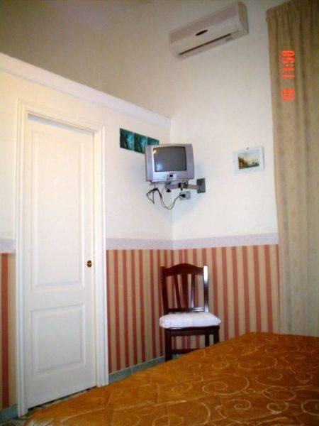Guesthouse Elia, bed and breakfast in Napoli, book an adventure or ...