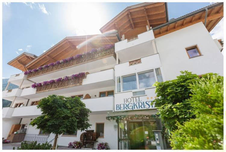 Hotel Bergkristall, Colle Isarco, Italy, hotels and hostels for sharing a room in Colle Isarco