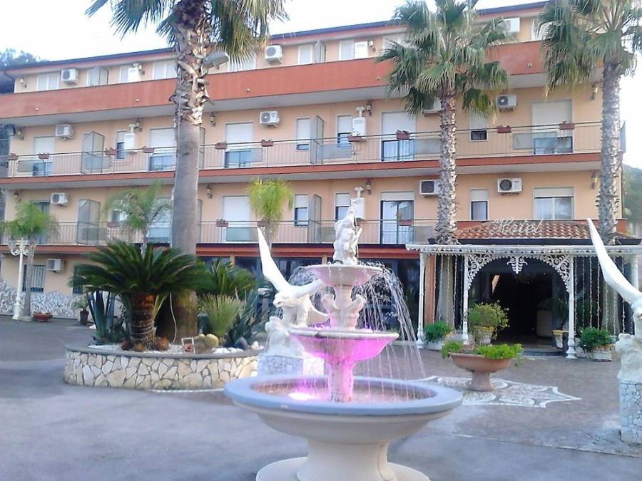 Hotel Happy Days, Marina di Varcaturo, Italy, Italy hotels and hostels