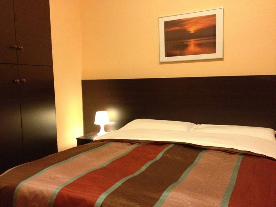 Icarus Inn, Rome, Italy, stay in a hotel and meet the real world, not a tourist brochure in Rome
