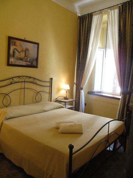 I Visconti, Napoli, Italy, youth hostels and cheap hotels, stay close to what you want to see and do in Napoli