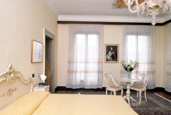 Locanda Leon Bianco, Venice, Italy, top travel website for planning your next adventure in Venice