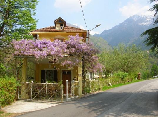 Residenza Dello Scoiattolo, Anzino, Italy, Italy hotels and hostels