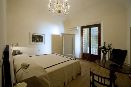 Soggiorno Rondinelli, bed and breakfast in Florence - Find rooms at ...