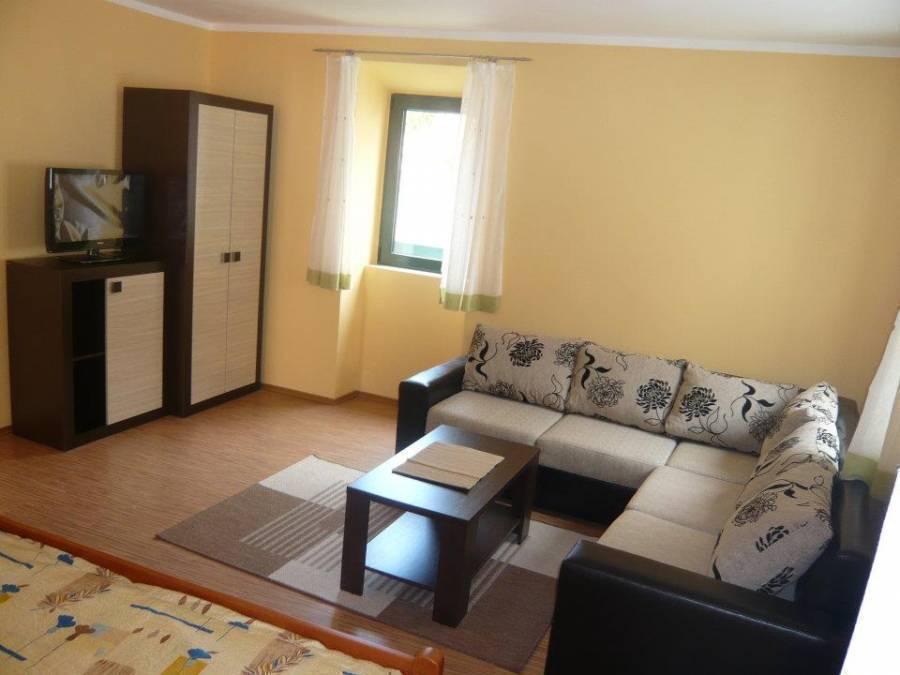 Apartmani Bozovic, Budva, Montenegro, hotels near hiking and camping in Budva