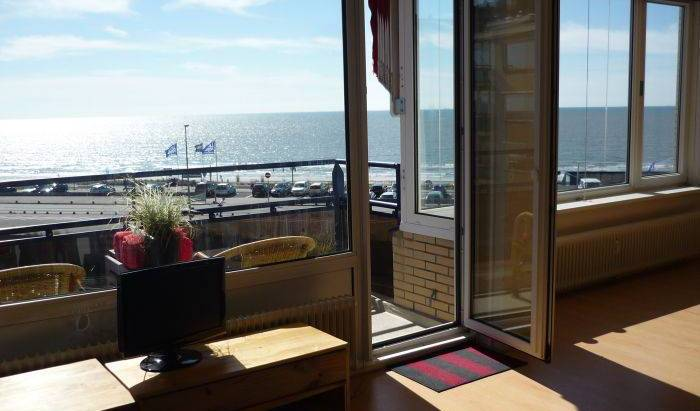Beachhouse Sea Gull - Search for free rooms and guaranteed low rates in Zandvoort 13 photos