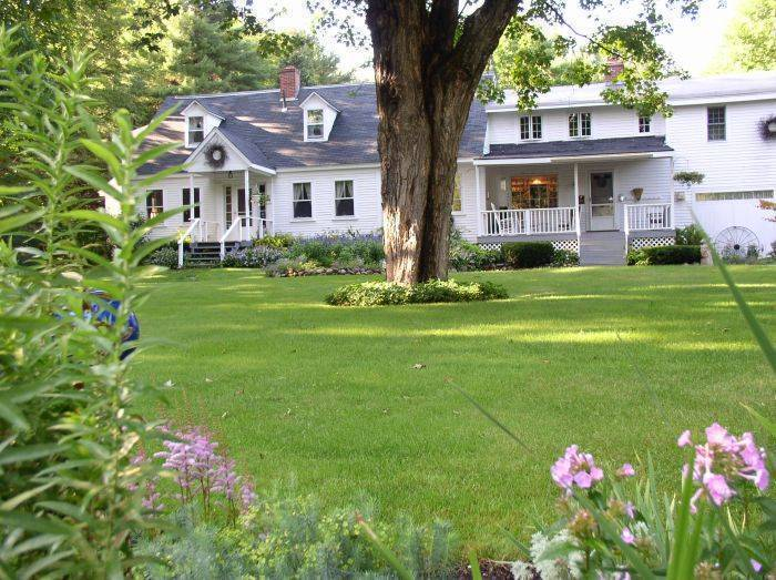Buttonwood Inn on Mount Surprise, North Conway, New Hampshire, New Hampshire hostels and hotels