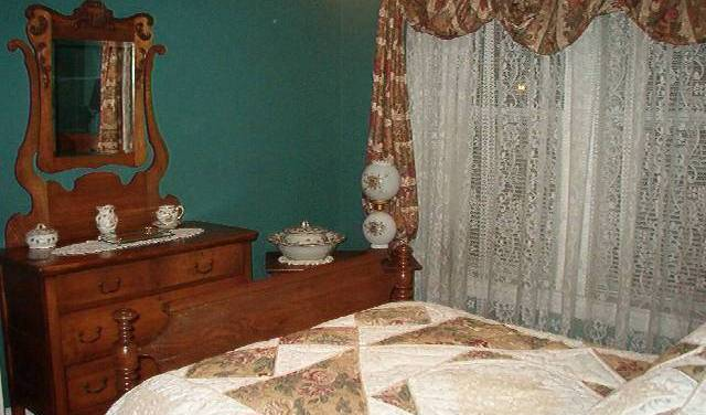 Heritage House 1914 Bed And Breakfast, best trips and travel vacations 4 photos