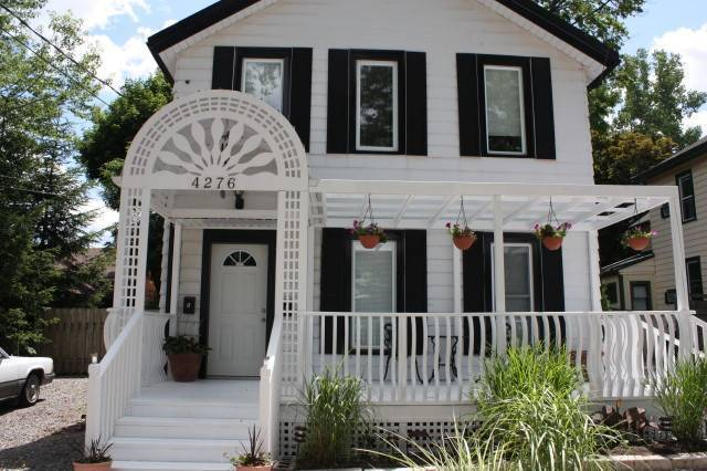 Ellis House Bed and Breakfast, Niagara Falls, Ontario, hostels for ski trips or beach vacations in Niagara Falls