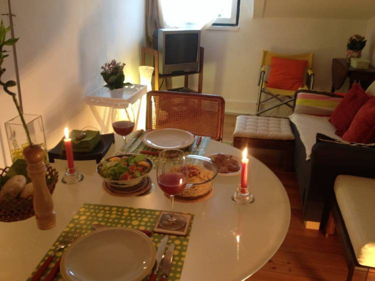 Cosy Room in A Musician's House, Lisbon, Portugal, discount lodging in Lisbon