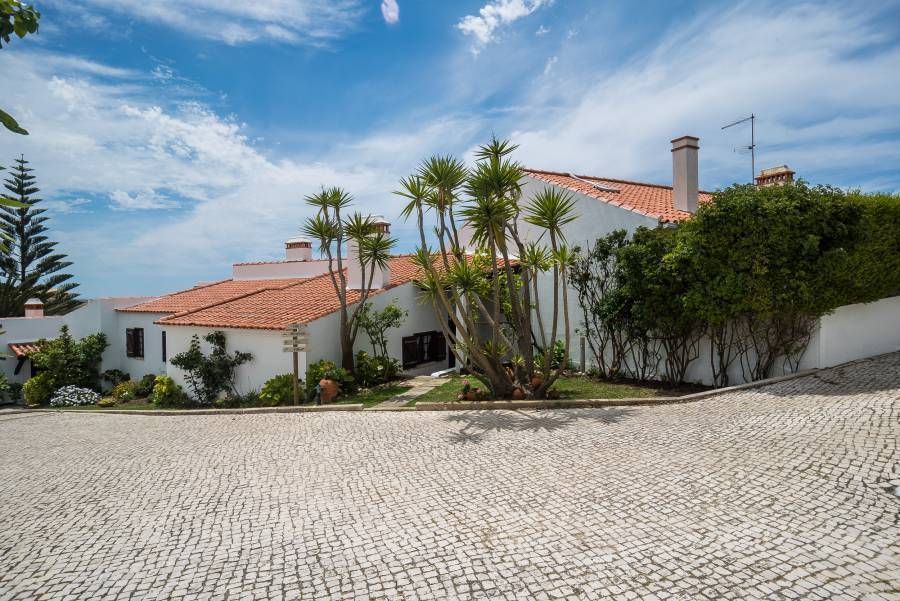 Ericeira Villa Hostel and Suites, Ericeira, Portugal, cool hotels and hostels in Ericeira