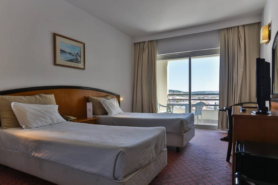 Ever Caparica Beach and Conference Hotel, Costa de Caparica, Portugal, Instant World Booking receives top ratings from customers and hotels as a trustworthy and reliable travel booking site in Costa de Caparica