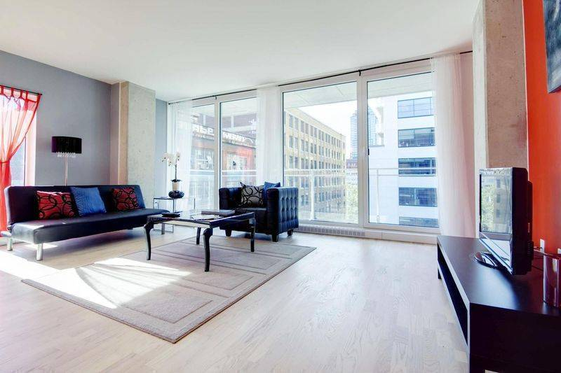Coco, Montreal, Quebec, hotels within walking distance to attractions and entertainment in Montreal