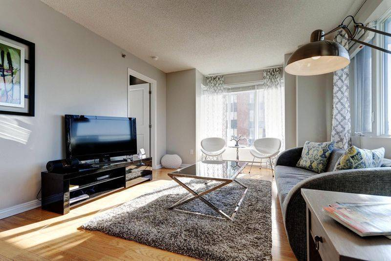 Flora, Montreal, Quebec, late hotel check in available in Montreal