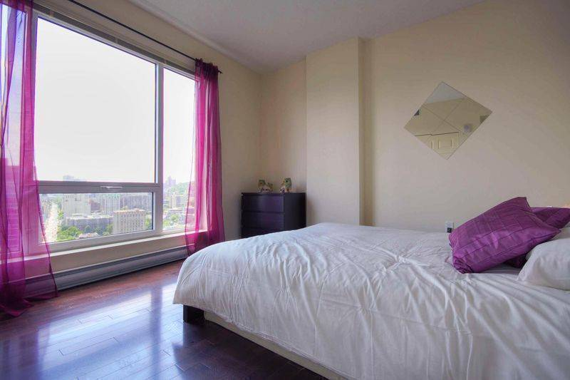 Petunia, Montreal, Quebec, hostels, backpacking, budget accommodation, cheap lodgings, bookings in Montreal