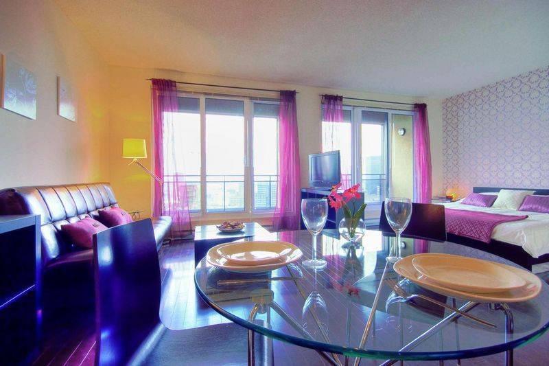 Pink, Montreal, Quebec, hotellit ja huoneet näköalalla sisään Montreal
