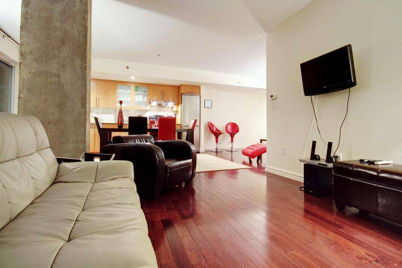 Stellar, Montreal, Quebec, hotels and hostels in tropical destinations in Montreal
