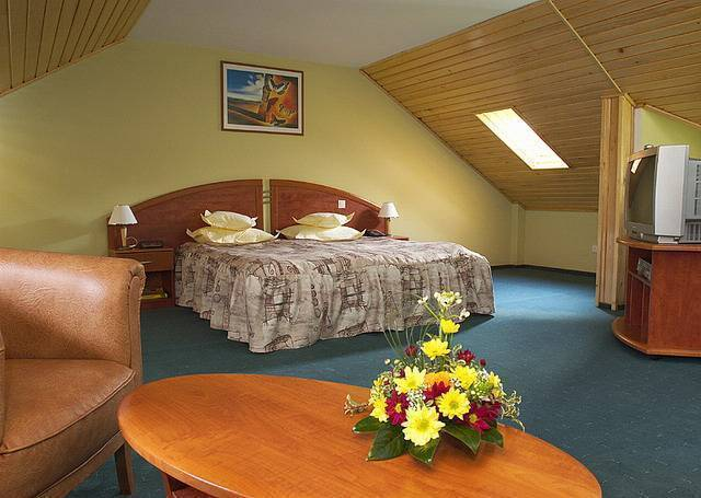 Ambient Hotel, Brasso, Romania, compare with famous sites for hotel bookings in Brasso