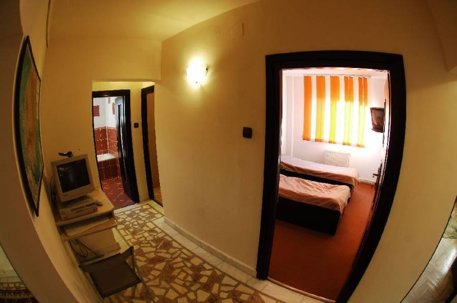 Florin B and B, Brasov, Romania, compare prices for hotels, then book with confidence in Brasov