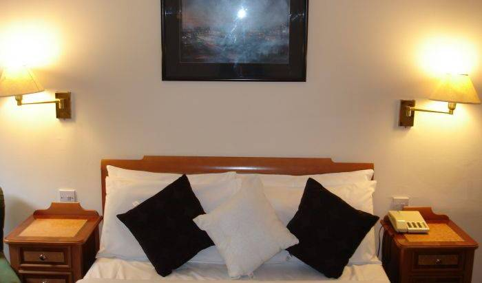 Kings Park Hotel - Search for free rooms and guaranteed low rates in Glasgow, preferred travel site for hotels in Stirling, Scotland 21 photos