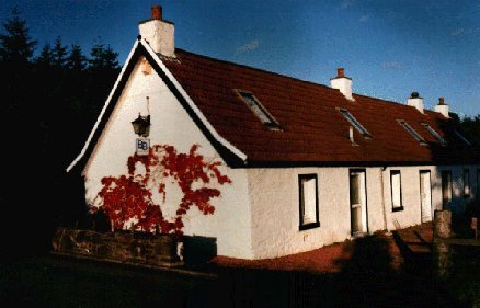 Hillview Cottage, Stirling, Scotland, book summer vacations, and have a better experience in Stirling