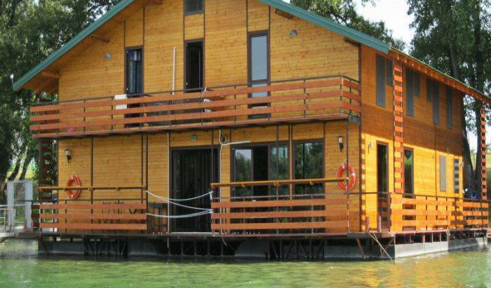 San Art Floating Hostel - Search available rooms and beds for hostel and hotel reservations in Novi Beograd 6 photos