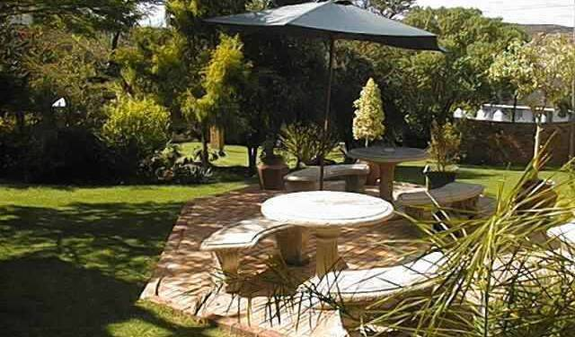 Jenny's Bed And Breakfast - Search for free rooms and guaranteed low rates in Grahamstown 4 photos