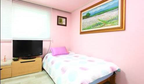 Sky Guesthouse - Search for free rooms and guaranteed low rates in Seoul 13 photos