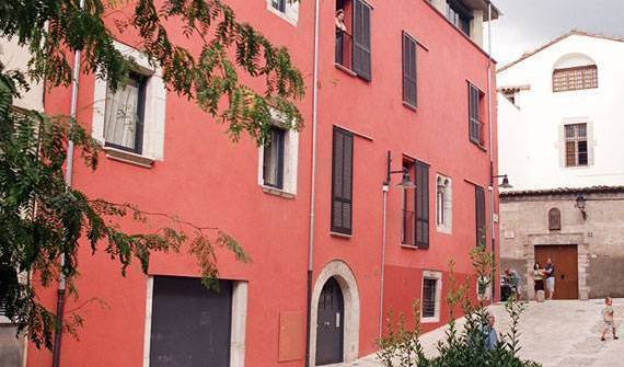 BB Girona - Search for free rooms and guaranteed low rates in Girona 7 photos