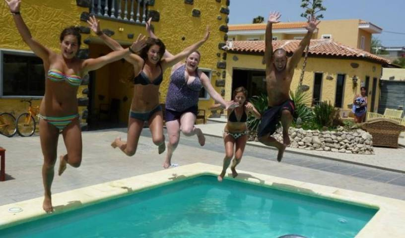 Los Amigos Backpackers Hostel - Search for free rooms and guaranteed low rates in El Medano 34 photos