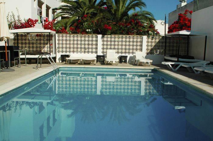 Retiro, Ibiza, Spain, best hostels for cuisine in Ibiza