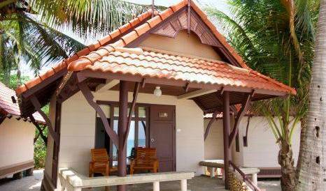 First Bungalow Beach Resort - Search for free rooms and guaranteed low rates in Amphoe Ko Samui, big savings on hotels in Chaweng Beach, Thailand 22 photos